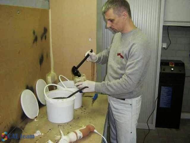 تحضير المواد اللاصقة والكيماوية للرغوية لبدء تعديلات الغرفة الداخلية