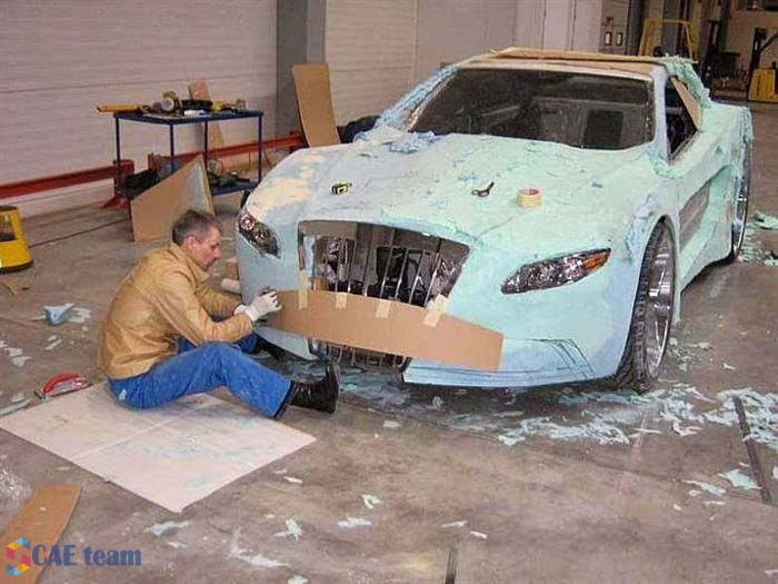 تعديل السيارات القديمة : بعد الأنتهاء من توزيع الرغوة بدء نحت وتحديد شكل السيارة الجديد